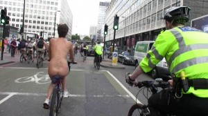 20090613_wnbr_WorldNakedBikeRide_london_020